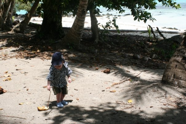 8e846-cookislands-crabhunting